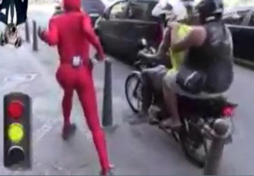 Foi pagar o motoboy pelada e ele nem quis olhar - 1 4